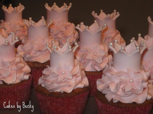 pink princess cupcakes vanilla buttermilk cupcakes with. Black Bedroom Furniture Sets. Home Design Ideas