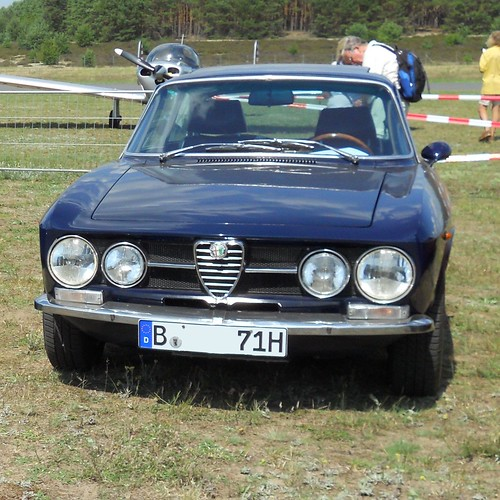 Alfa Romeo 2000 GTV (1972) Bertone Coupe With 1750s Grille