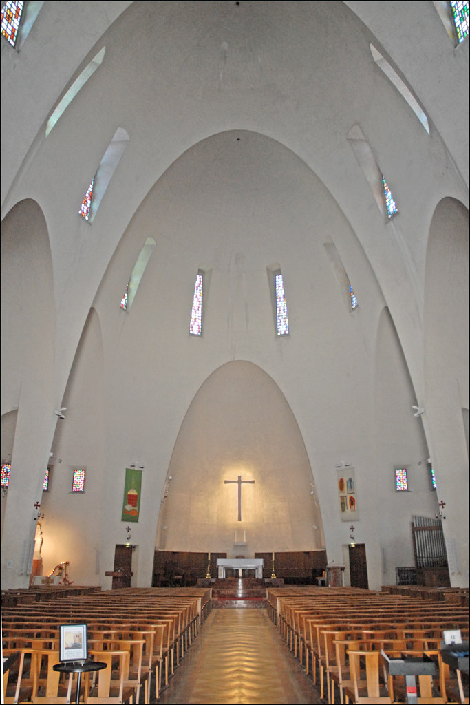 L 39 int rieur de l 39 glise sainte jeanne d 39 arc nice flickr for Interieur cours nice