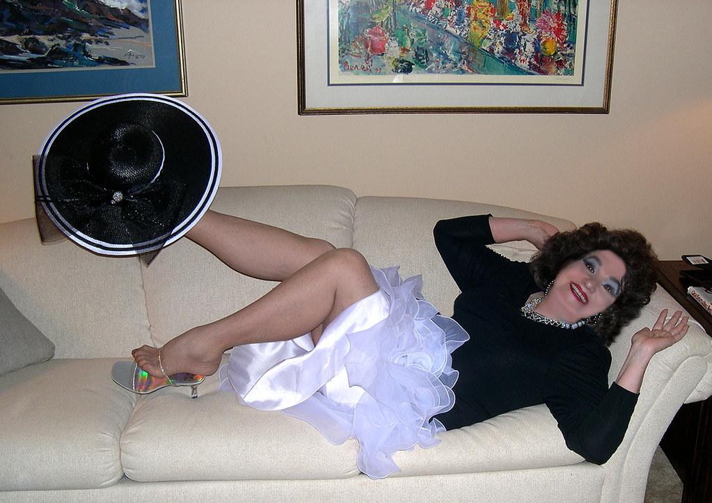 Me, Black White Fun  So, I Like To Lay Downits Hard -2848