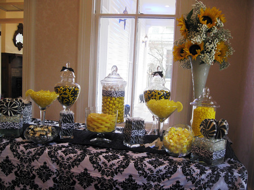 Yellow Amp Black Candy Buffet A Stunning Display Of Yellow