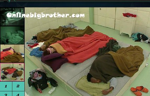 BB13-C4-8-1-2011-7_37_23.jpg | by onlinebigbrother.com