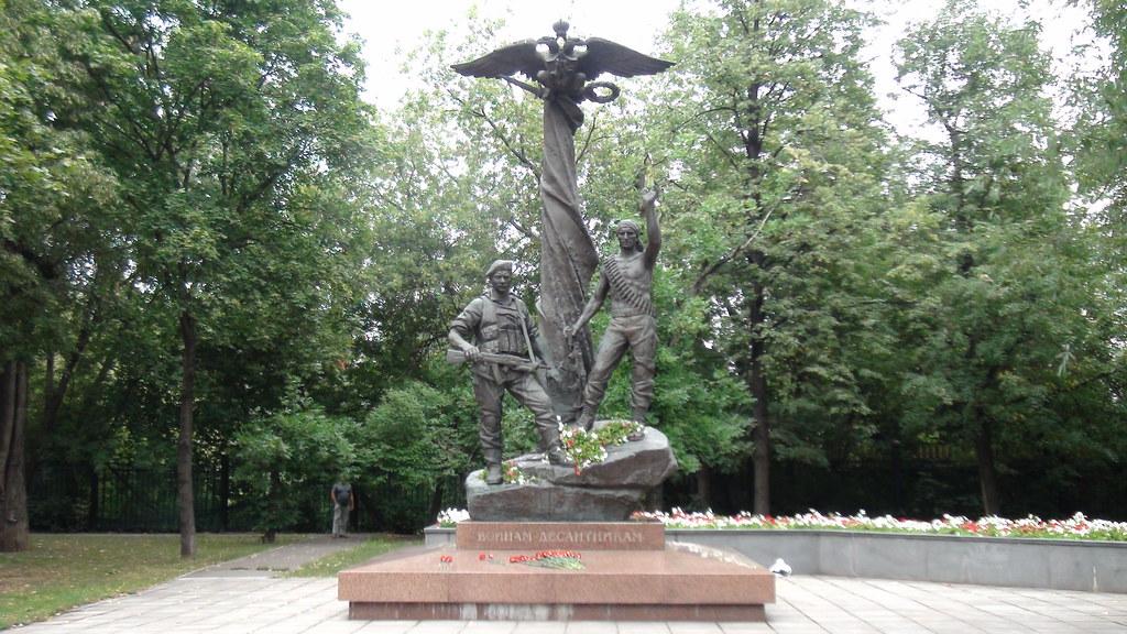 В россии вспоминают героев-десантников 6-й роты