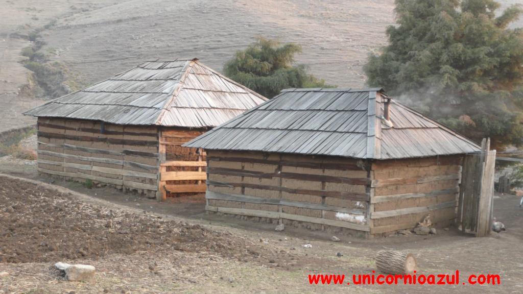 Casa de bajareque con tejamanil for Casa para herramientas de pvc