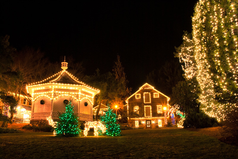 Village lights | by Frederik Togsverd Village lights | by Frederik Togsverd - Village Lights Peddler's Village Christmas Festival, Peddl… Flickr