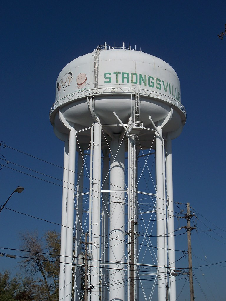 ... OH Strongsville   Water Tower | By Scottamus