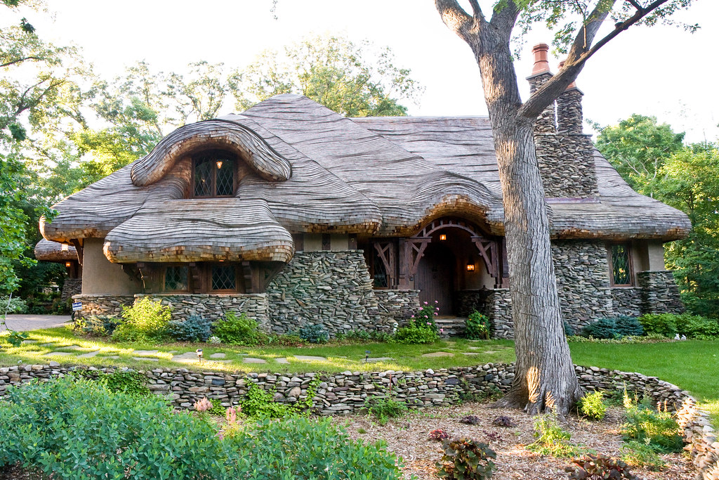 Hobbit House | My friend calls this the hobbit house, a ...