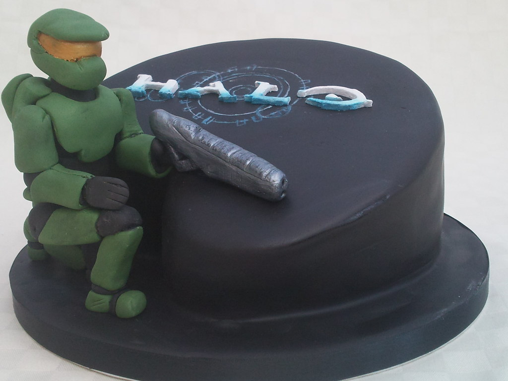 Halo cake 13th birthday cake for boy who loves this game Flos