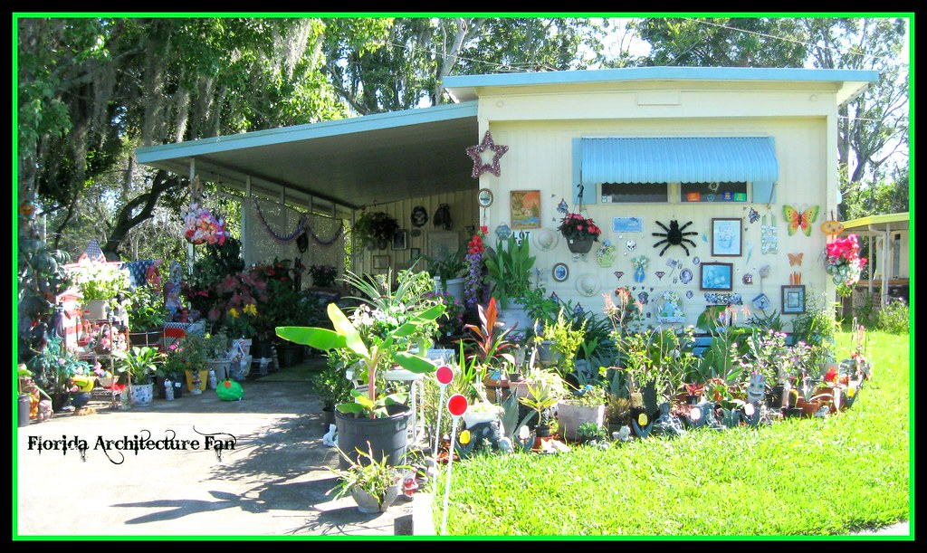 outside decorating Florida style | Kenneth Knight | Flickr