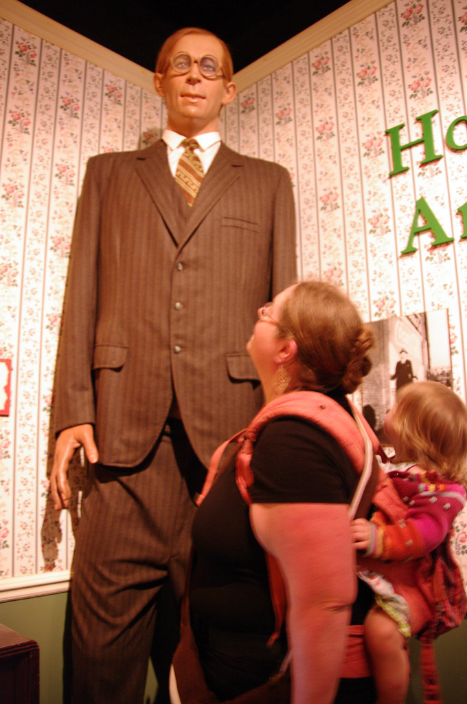 Next To A Statue Of Robert Pershing Wadlow Tallest Man In Flickr