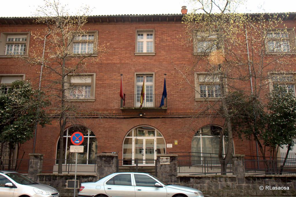 Calle gonz lez tablas pamplona edificios de oficinas en for Oficinas bankia pamplona