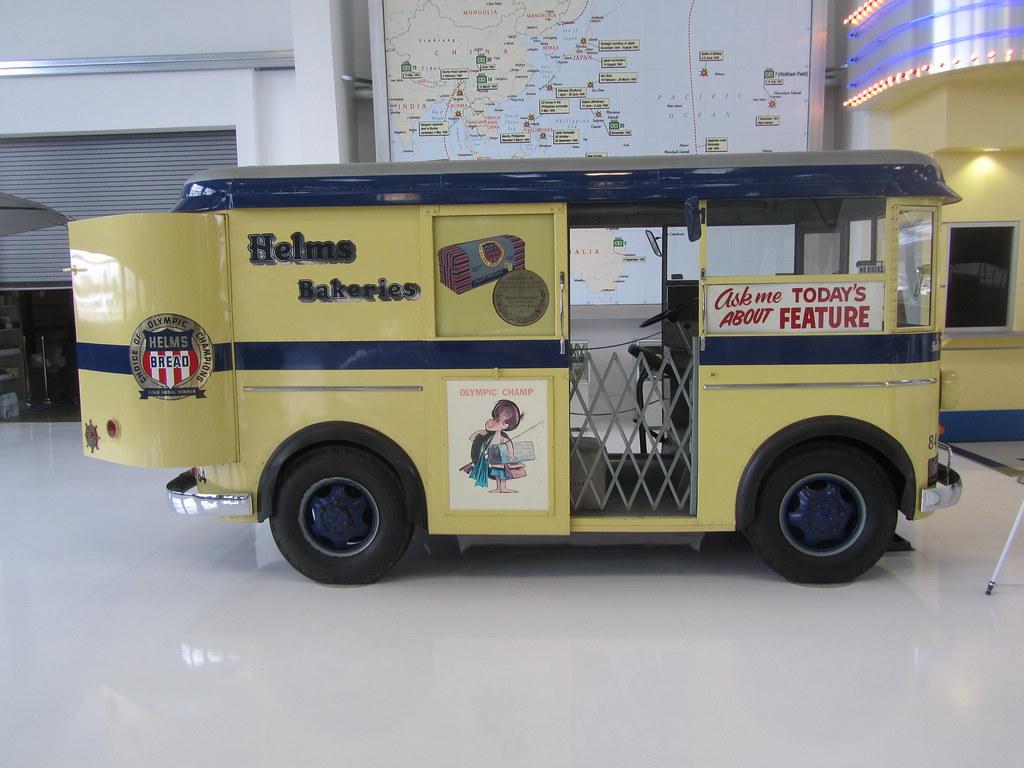 Helms Bakery Truck >> Helms Bakery Twin Coach Delivery Truck by DIVCO (Fageol) -… | Flickr