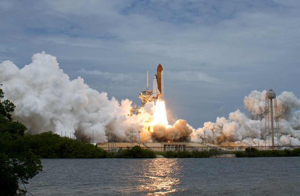 Sts 135 atlantis launch 201107080016hq space shuttle for Space blast 3d