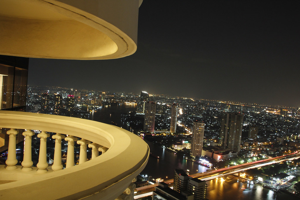 Night view with balcony at lebua at state tower tower for Balcony with view