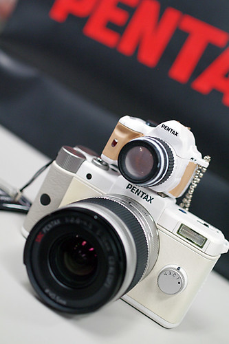 PENTAX Q white, K-r figure | by HAMACHI!