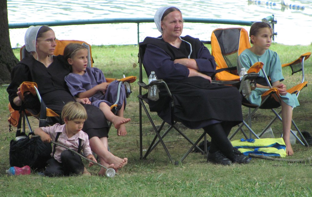 Amish Mothers And Children Amish Mothers And Their