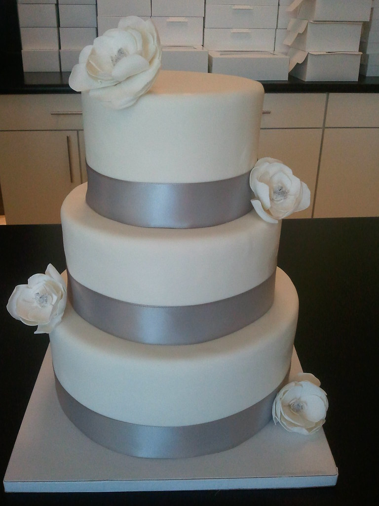 wedding cake silver ribbon silver ribbon and white flowers wedding cake all custom 24552