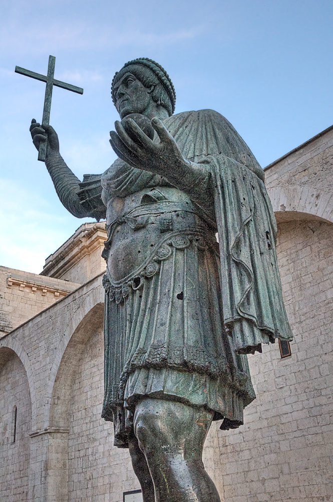 alfarano sindaco barletta statue - photo#1