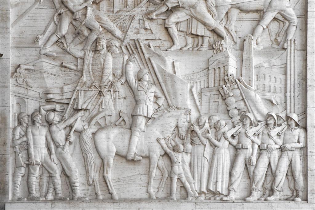 Bas relief du palazzo degi uffici eur rome garibaldi for Uffici eur roma