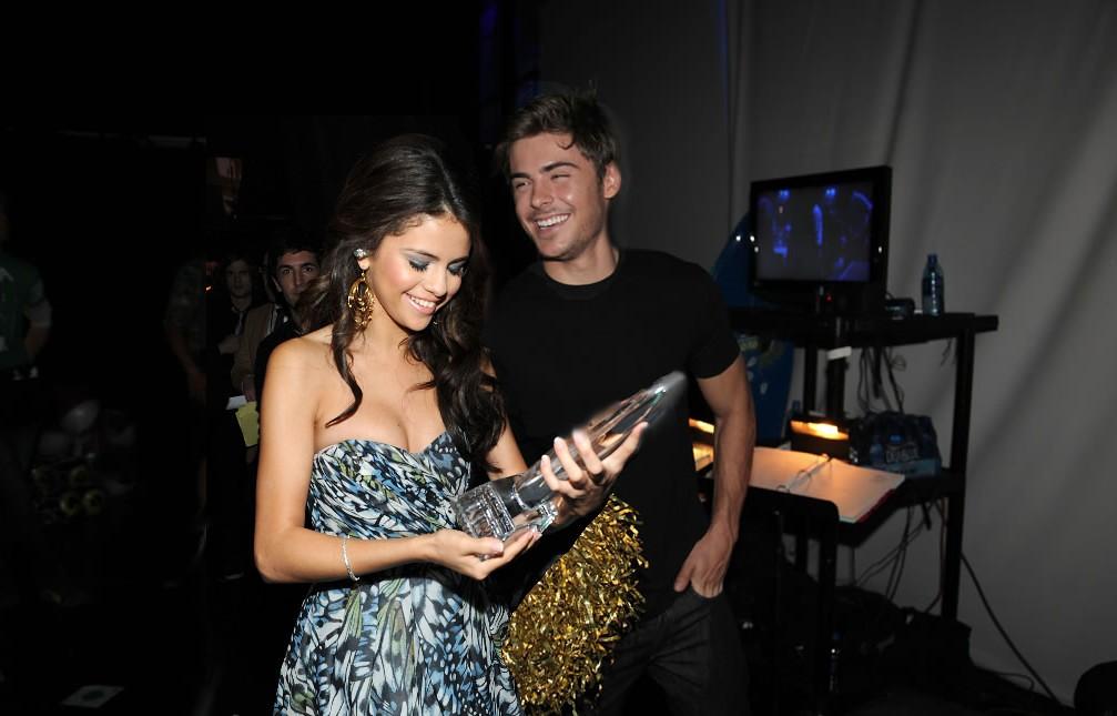 Zac Efron/ Selena Gome...