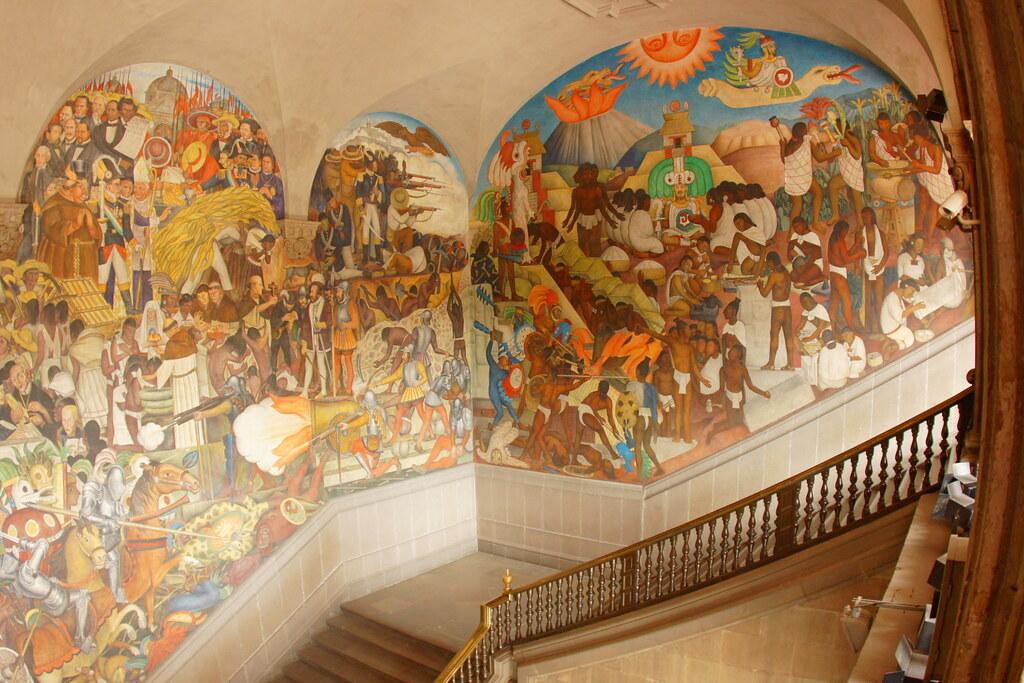 Escalinata de palacio nacional con mural de diego rivera for Avisos de ocasion el mural