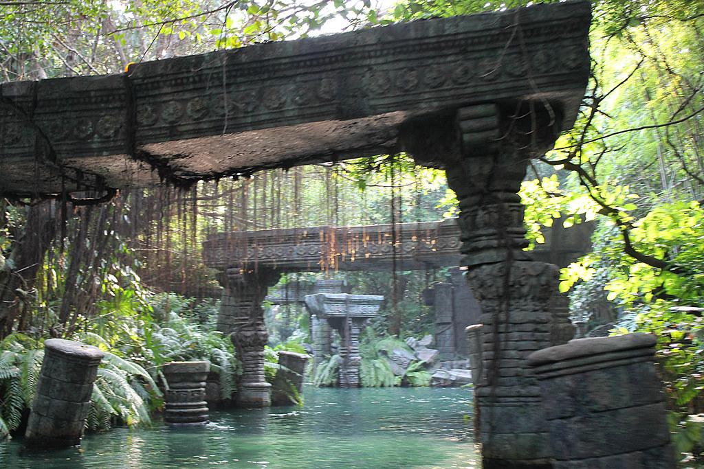 Jungle river cruise at hong kong disneyland loren javier for Jungle furniture white river