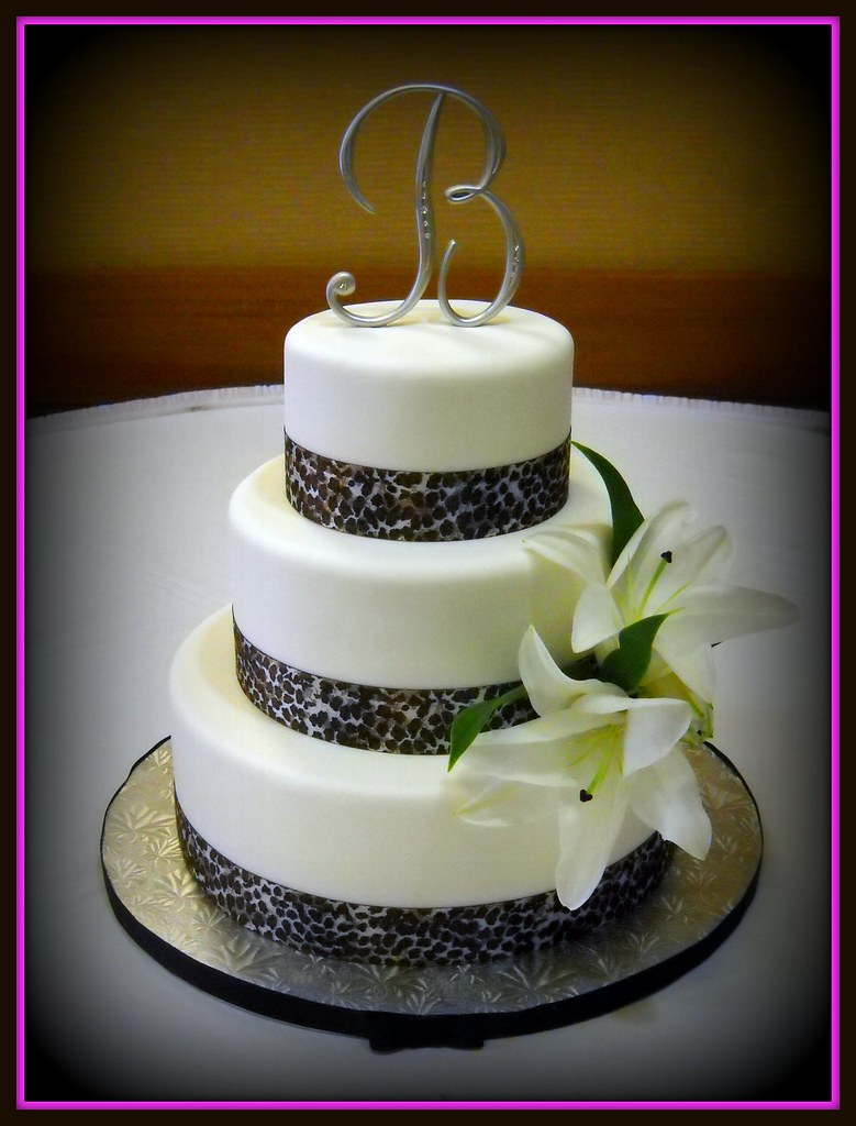12 inch wedding cake wedding cake leopard 12 9 6 inch rounds supplied 10023