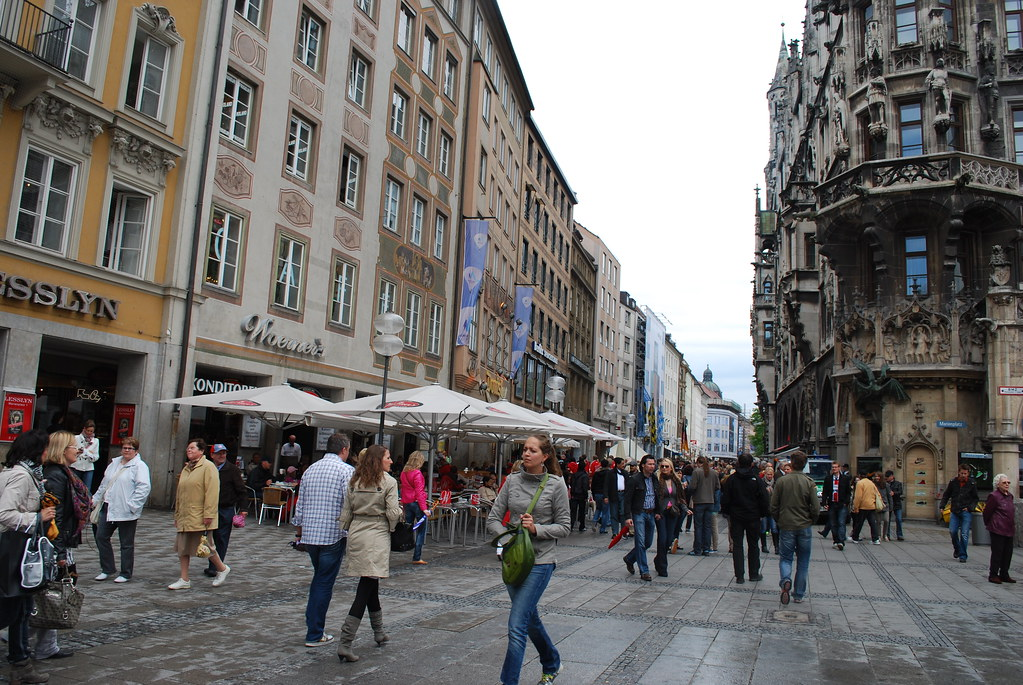 germany munich street caf s marienplatz le monde1 flickr. Black Bedroom Furniture Sets. Home Design Ideas