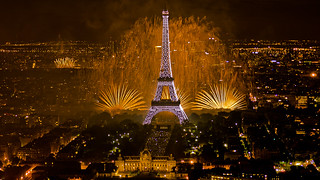 Feu d'artifice du 14 juillet 2011 sur le sites de la Tour Eiffel et du Trocadéro à Paris vu de la Tour Montparnasse - Fireworks on Eiffel Tower | by y.caradec