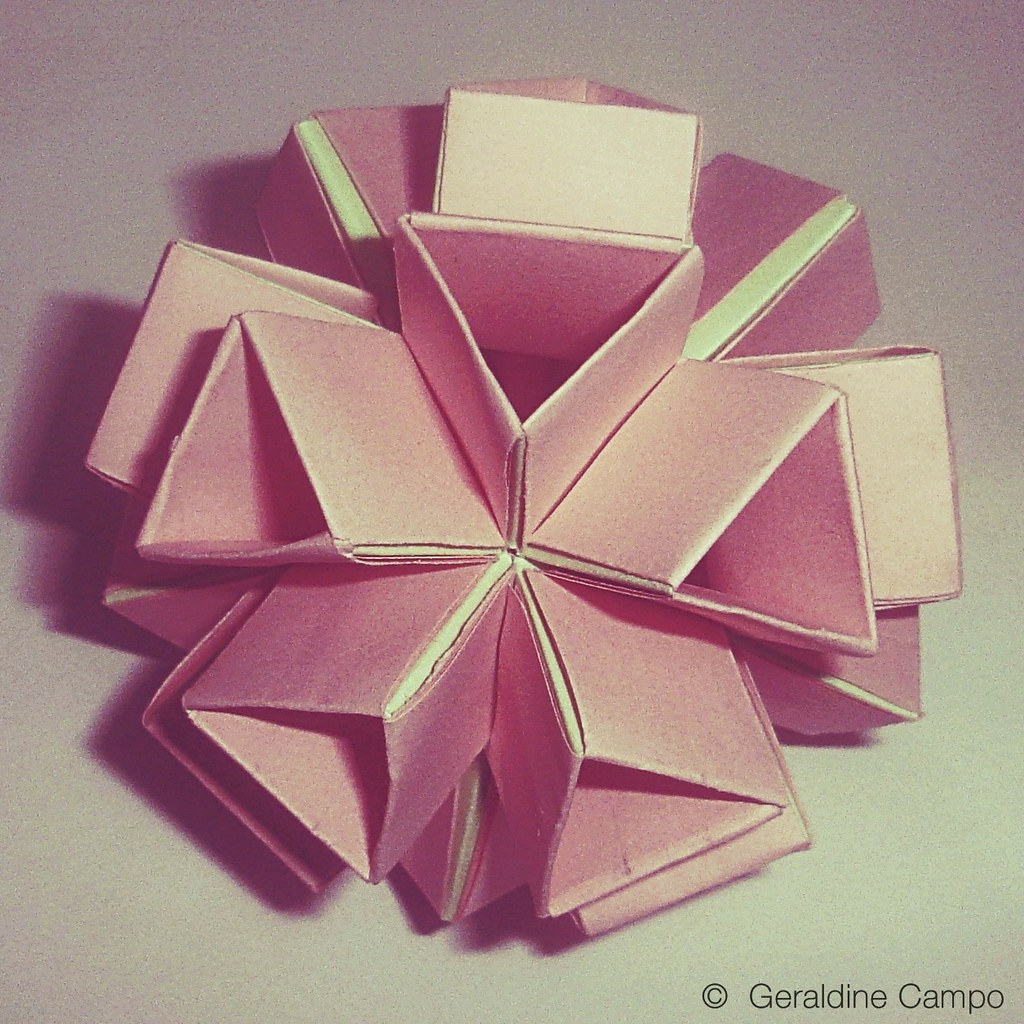 Origami icosahedron 20 triangular faces 12 vertices fo flickr origami icosahedron by geral lunar jeuxipadfo Gallery