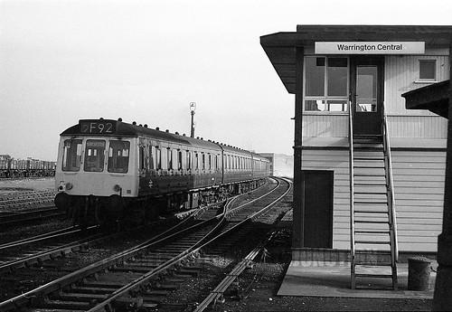 warrington central dmu liverpool manchester departing 2402. Black Bedroom Furniture Sets. Home Design Ideas