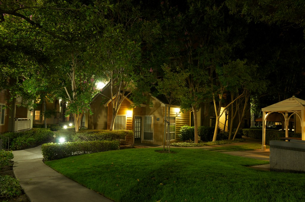 Apartment garden at night dave rahardja flickr for A night at the garden