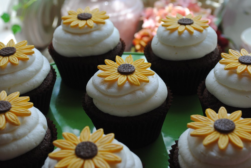 Sunflower Cupcake Devil S Food Cupcakes Topped With