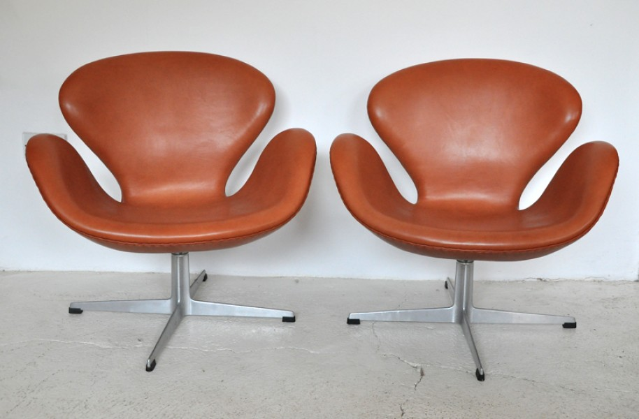 arne jacobsen swan chairs firefly house flickr