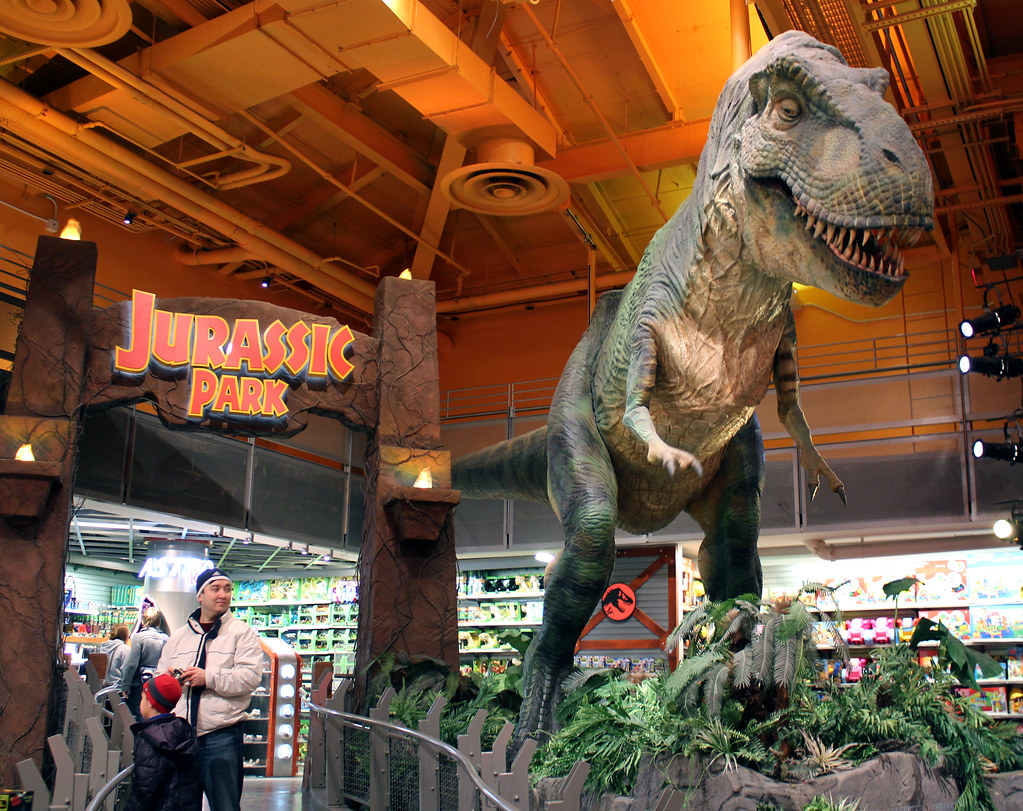 T rex in toys r us new york the life sized t rex - Maisonnette toys r us ...