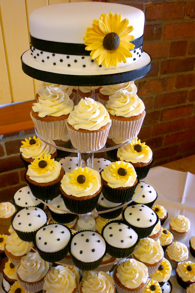 Sunflowers and polka dots wedding cupcakes | A truly lovely … | Flickr
