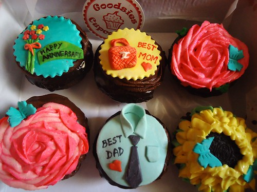 Anniversary Cupcake Images : parents anniversary cupcakes Goodsies Flickr