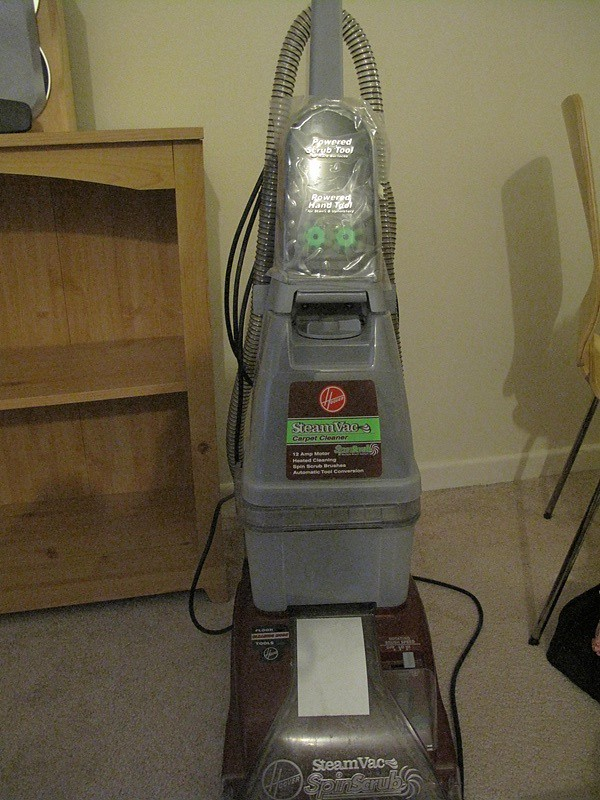 16 Hoover Carpet Cleaner With Free Detergent Only Used