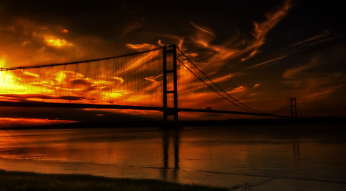 Sit down,relax and watch the sun set over the humber | by manual_exp