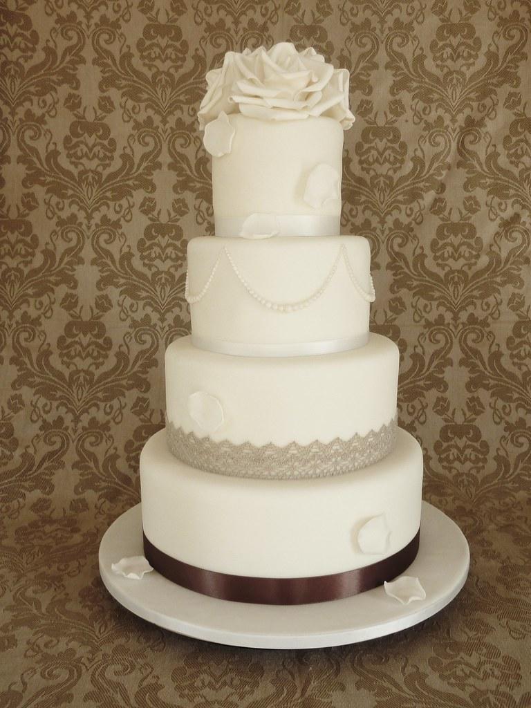 Vintage Wedding Cake White Wedding Cake With A Vintage Tou Flickr