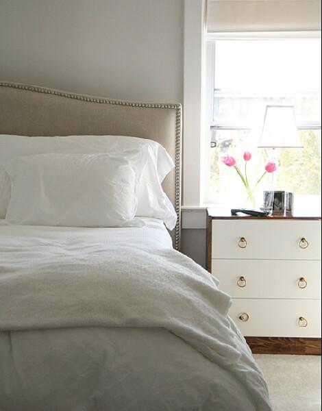 calm gray bedroom benjamin moore 39 classic gray 39 walls. Black Bedroom Furniture Sets. Home Design Ideas