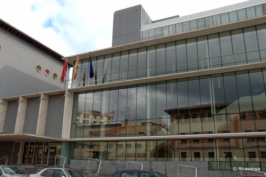 Calle gonz lez tablas pamplona edificio de oficinas en for Oficinas bankia pamplona
