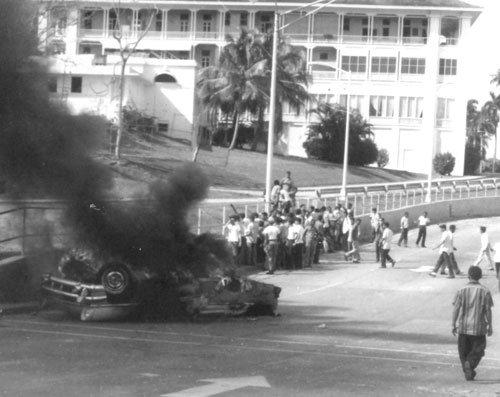 9 de enero de 1964 al fondo el hotel TIVOLI la barriada br ...