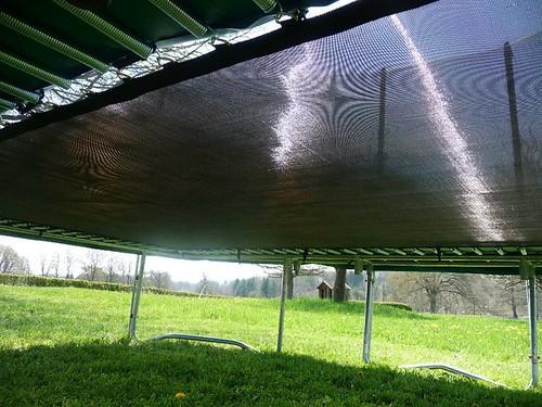 toile vue de sous le trampoline pour visualiser les. Black Bedroom Furniture Sets. Home Design Ideas