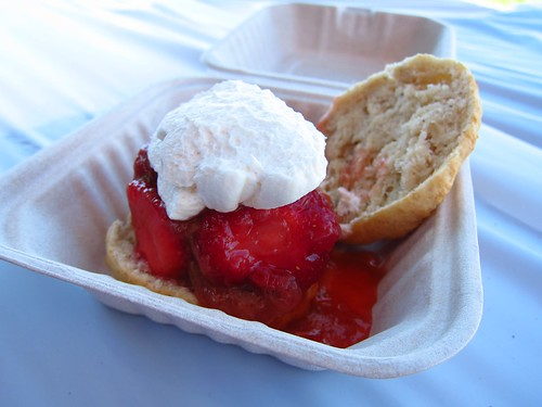 Strawberry-rhubarb shortcake on a nutmeg biscuit | by ~Tone