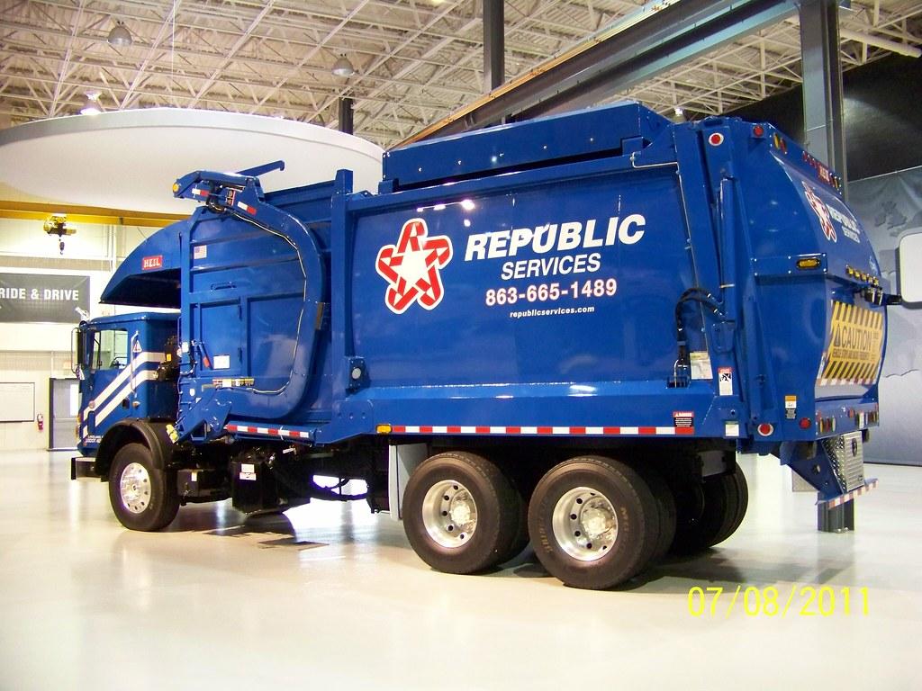 Republic Services Mack Mru613 Front Loader A Brand New