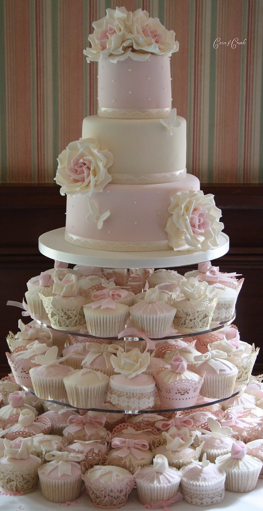 4 tier wedding cake for 100 100 cupcakes and a 3 tier cake think i would 10393
