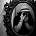 己写 [in the mirror]