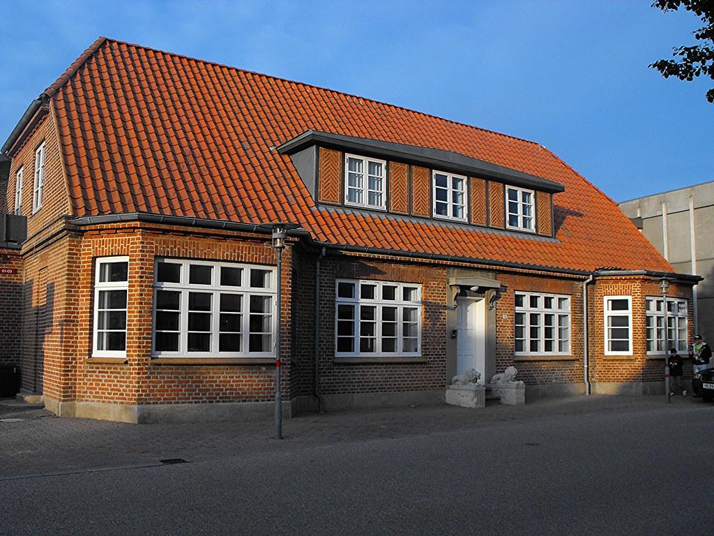 The ole kirk house