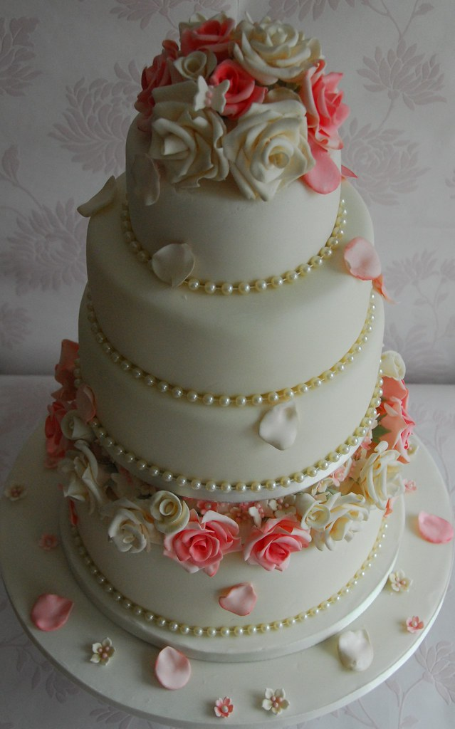 wedding cakes with roses and pearls roses and pearls wedding cake kathryn flickr 26108